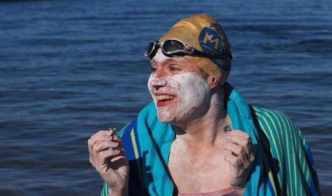 ABD'li yüzücü Manş'ı 4 kez üst üste geçerek ilki başardı