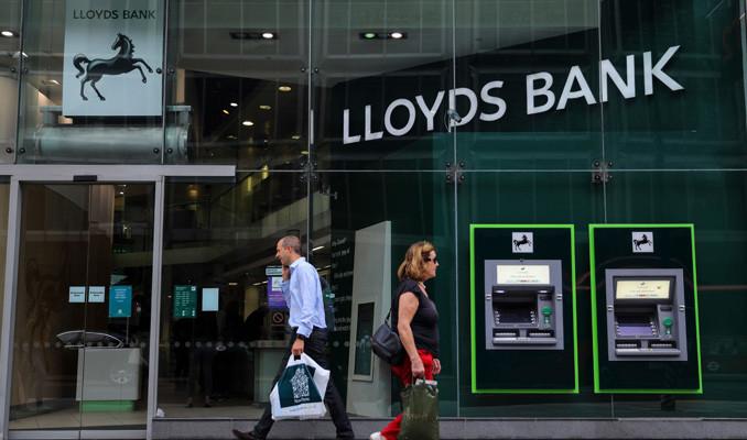 Lloyds Tesco'nun kredi portföyünü 3.8 milyar dolara satın aldı