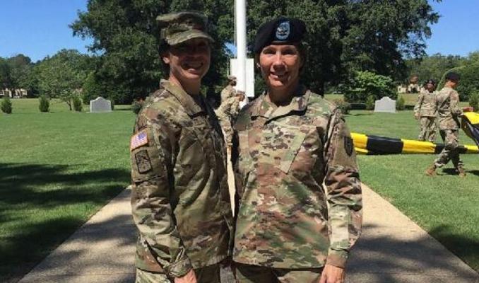 ABD ordusunda Maria Lodi Barrett ve kız kardeşi Paula Lodi general oldu