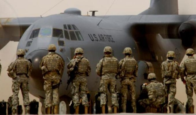Müthiş iddia: ABD göçmenleri uçağa bindirip...