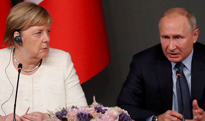 Putin ve Merkel'den Libya görüşmesi