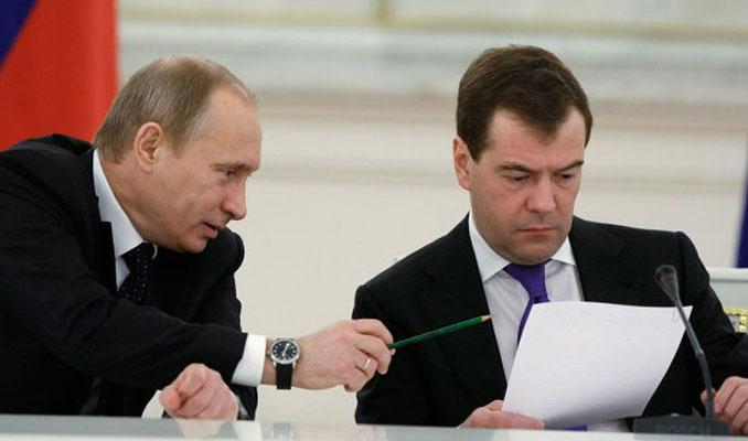 Dünya Rusya'daki kansız darbeyi konuşuyor