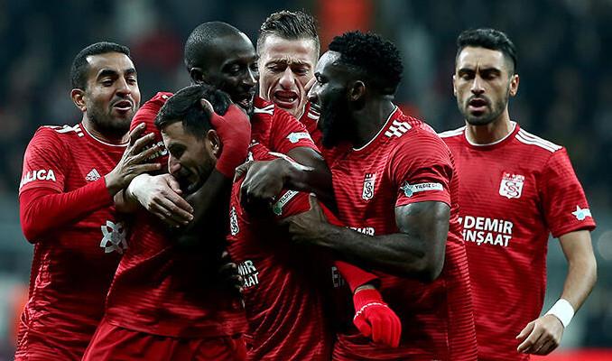 10 kişi kaldı, Beşiktaş'tan 3 puanı aldı