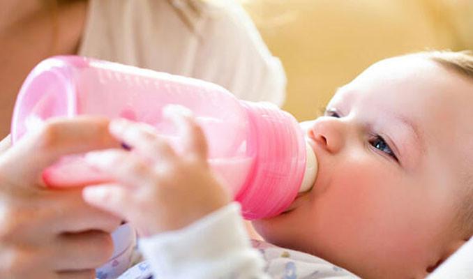 Biberonla beslenen bebekler için mikroplastik uyarısı