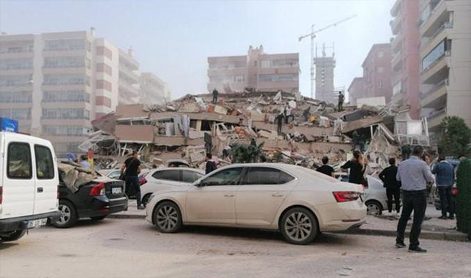 İzmir'de çöken bir binada arama kurtarma çalışması başlatıldı