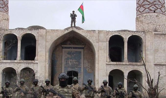 Ağdam'da tarihi gün! Ezan okundu, bayrak çekildi
