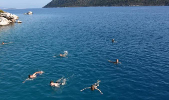 Yaz daha bitmemiş! Denize doyamadılar