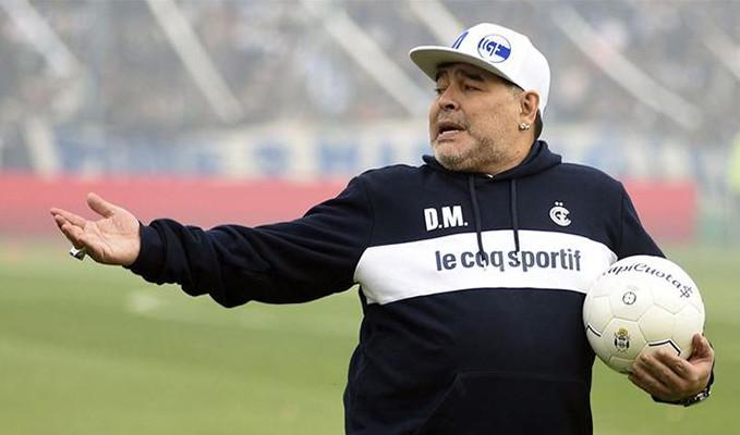 Futbol efsanesi Maradona yaşama veda etti