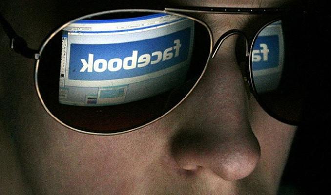 Facebook'un ajanlarla başı dertte
