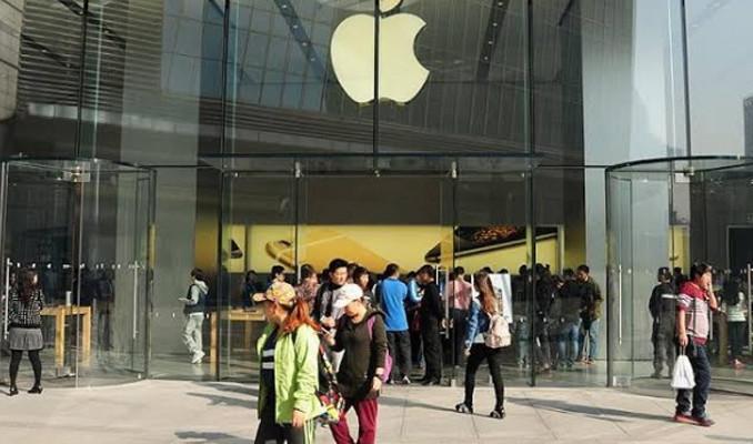 Apple Çin'dekileri açtı, dünyayı kapatıyor