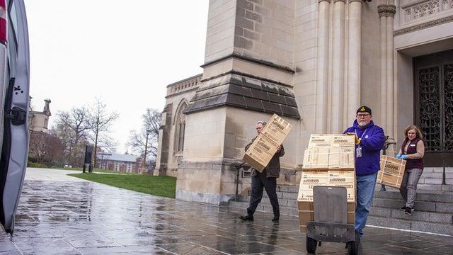 Katedralin mahzeninde 5 bin solunum maskesi bulundu