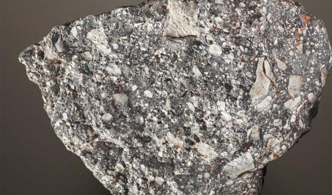 Ay taşı 2 buçuk milyon dolardan satışa çıkarıldı