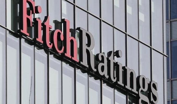 Fitch Halkbank'ın notunu, üç bankanın da görünümünü düşürdü