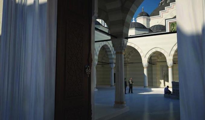Fransa'da ibadethanelerin açılışına izin