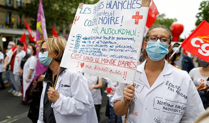 Fransa'da sağlık çalışanlarına 'tarihi' zam