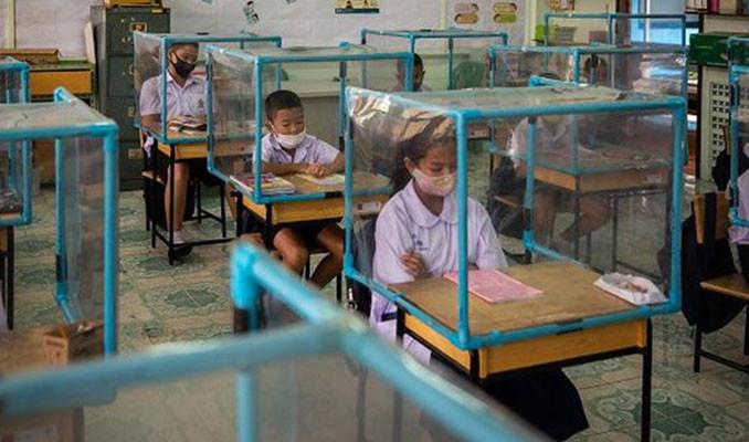 Tayland'da sosyal mesafeli anaokulu