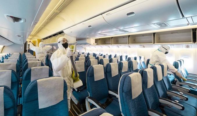 Korona hastası uçağa bindi, 12 kişi karantinaya alındı
