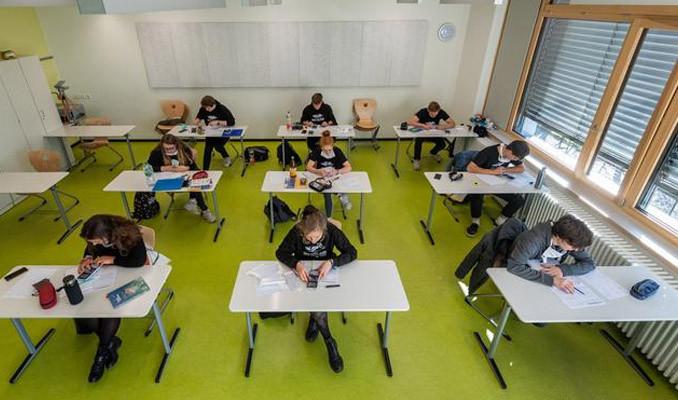 Almanya'da okullar açılır açılmaz yeniden kapandı