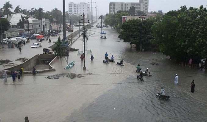 Pakistan'daki selde acı bilanço: 57 ölü!