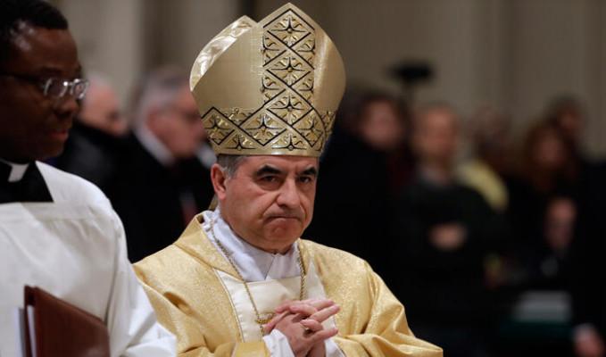 Yolsuzluk skandallarına karışan Vatikan yetkilisi istifa etti