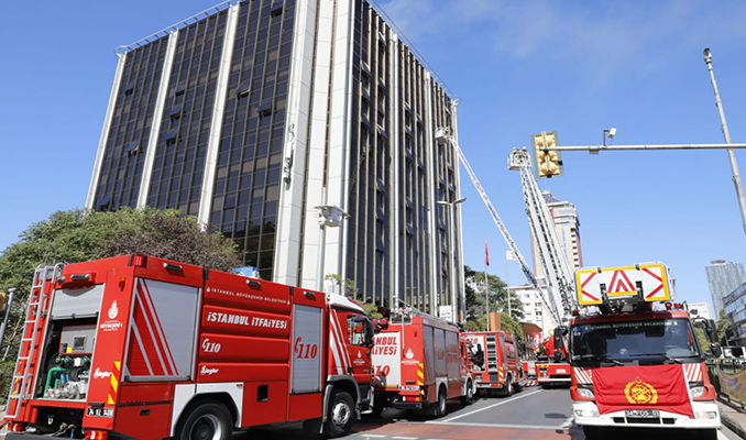 ATV ve Sabah'ın eski binasında yangın!