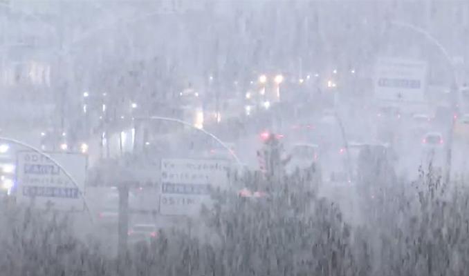 Ankara'da lapa lapa kar yağıyor