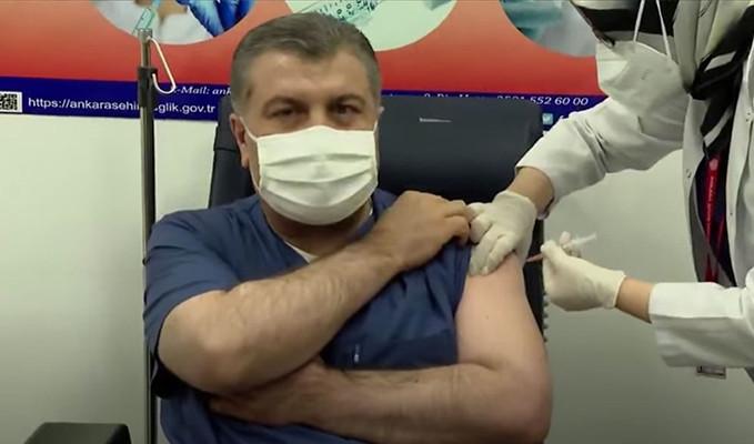İlk aşıyı Sağlık Bakanı Fahrettin Koca oldu