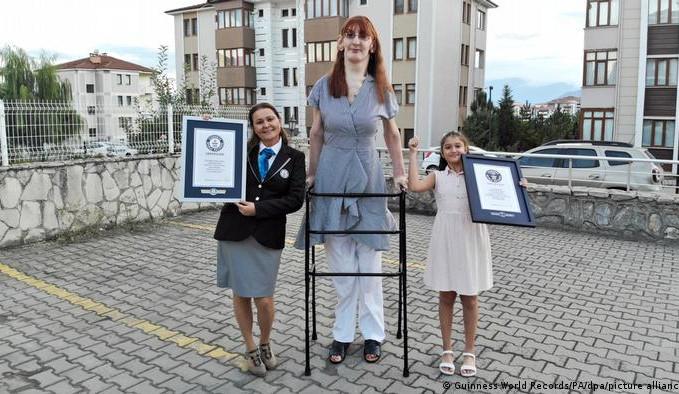 Dünyanın en uzun boylu kadını  Guinness Rekorlar Kitabı'nda!