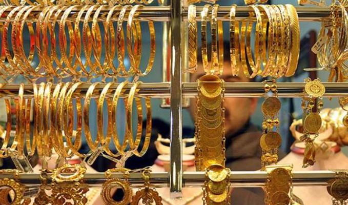 Gram altın zirveye yakın