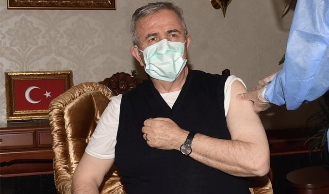 Mansur Yavaş korona virüs aşısı oldu