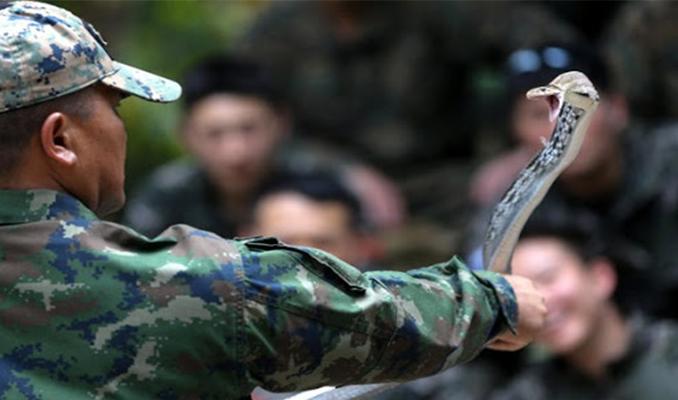 PETA: Askerler yılan kanı içip akrep yemekten vazgeçmeli