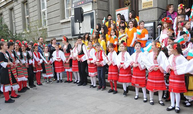 Bulgaristan kırmızı beyaza büründü