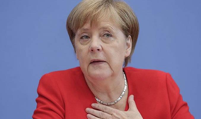 Merkel: Kuaförlerin açılmasını dört gözle bekliyorum