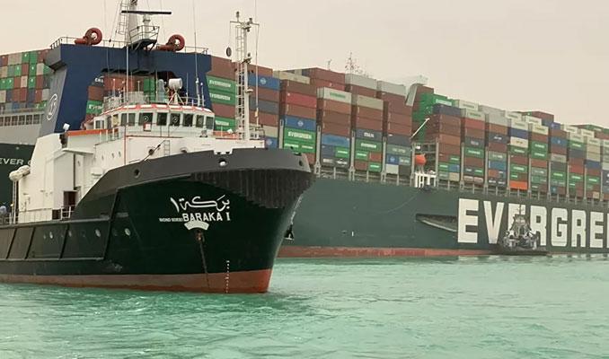 Süveyş Kanalı'nda gemisi sıkışan şirketten, 1 milyar dolar talep edildi