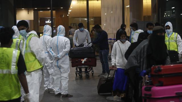 Hindistan'da günlük vaka ve ölü sayısında yeni rekor
