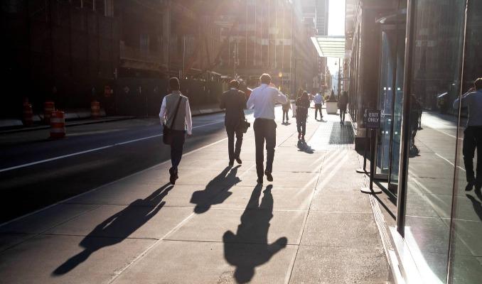 Büyük bankalar genç çalışanların isyanını bastırıyor