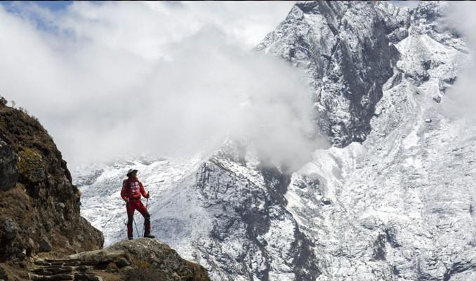 Everest'in zirvesine sınır çizgisi!