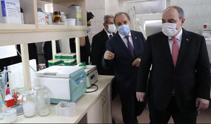 Bakan Varank'ın bayram ziyaretinde yerli aşı vurgusu