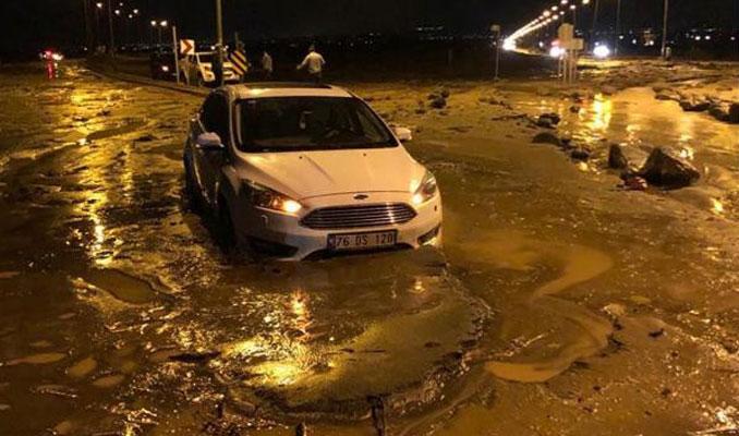 Iğdır-Nahçıvan Karayolu sel yüzünden ulaşıma kapandı