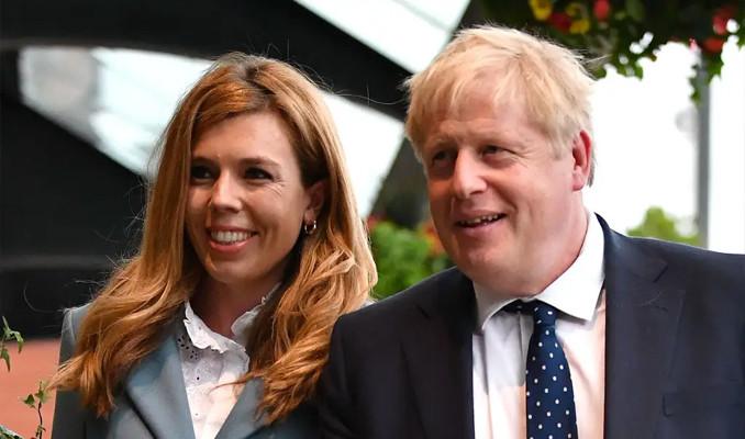 İngiltere Başbakanı Johnson gizli bir törenle evlendi
