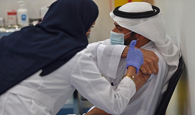 Suudi Arabistan: Aşı olmayanlar alışveriş merkezlerine giremeyecek