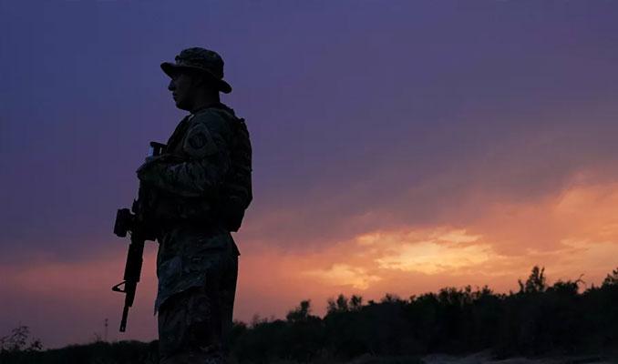 Teksas'ta iki ABD askeri, Meksika'dan kaçak göçmen taşırken yakalandı