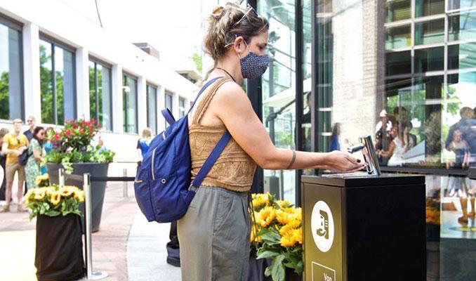 Hollanda, kapalı alanlarda da maske zorunluluğunu kaldırıyor