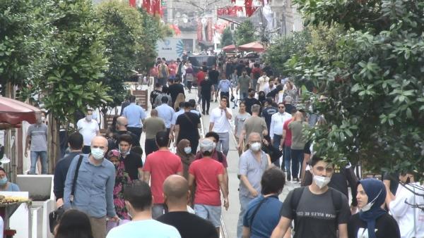 Taksim Meydanı turistlere kaldı