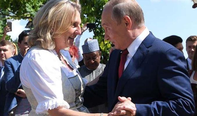Eski Avusturya Dışişleri Bakanı, Rus petrol devinin yönetiminde