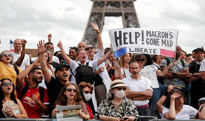 Fransa'da tartışmalı 'Sağlık kartı' uygulaması yasalaştı!