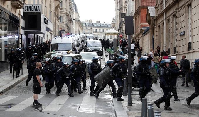 Fransa'da aşı pasaportu isyanı büyüyor