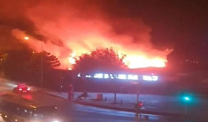 Başakşehir'de balık restoranı alev alev yandı