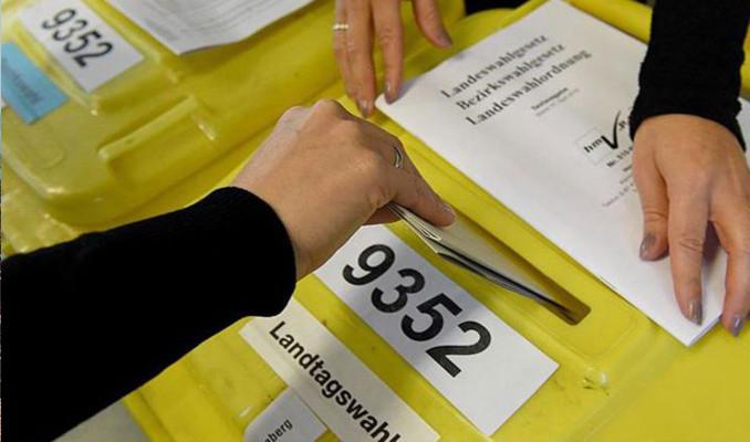 Almanya'da seçim anketleri SPD'yi işaret ediyor