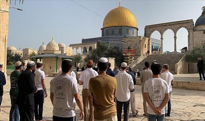 Fanatik Yahudi'ler Mescid-i Aksa'ya baskın düzenledi